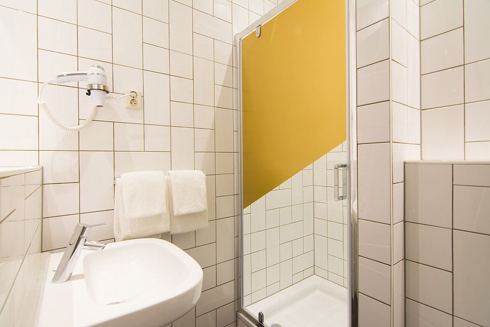 Unrestricted Twin Mabi Bathroom